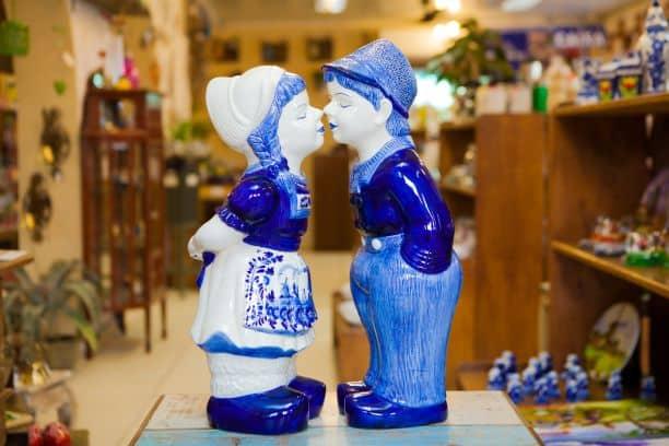Casal beijoqueiro de cerâmica da Casa Bela Presentes
