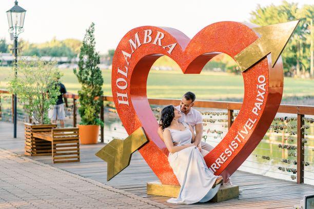 Casal no Coração do Deck do Amor