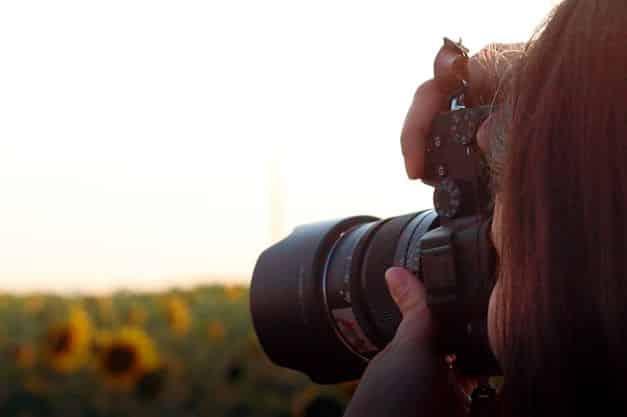 Profissional tirando foto