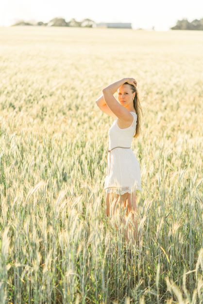 Posando para foto no trigo
