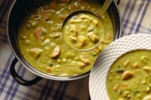 Panela de sopa de ervilhas